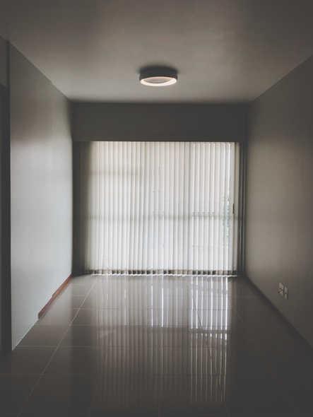 apartment-blinds-ceiling-803908.jpg