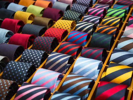La corbata, accesorio imprescindible en el atuendo formal masculino.