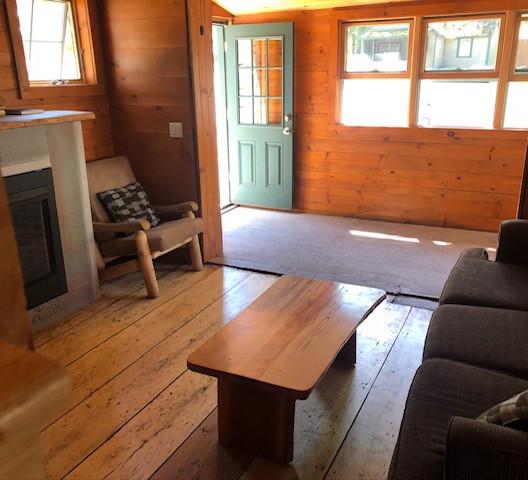 cottage # 1 living area.JPG