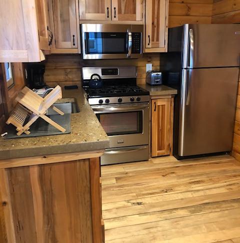 cottage 6 kitchen .JPG
