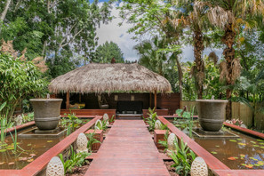 Bliss Cottage - Balinese Water Gardens, Gazebo with Spa