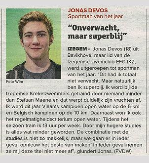 Jonas op de hulde.jpg