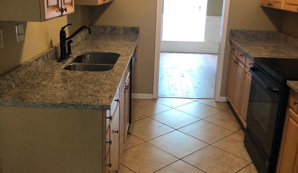 Kitchen with upgraded tile