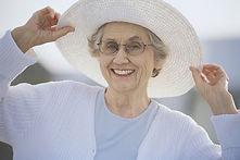 Großmutter mit einem Sonnenhut