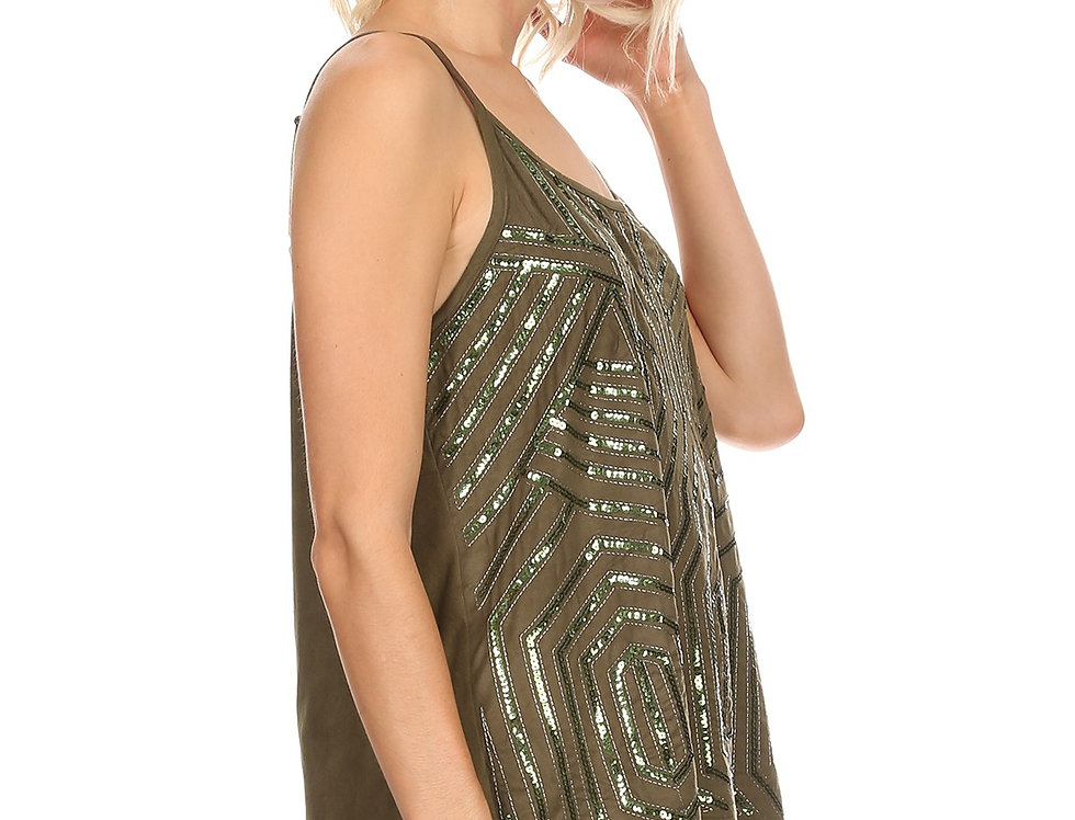 Solid waist length sleeveless top in a relaxed style