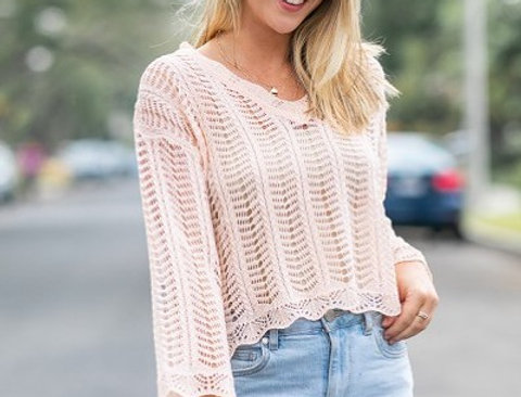 Knitted cropped sweater in loose fit with 3/4 sleeves