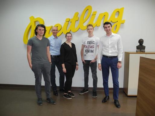 Kurs von vier Schülern bei der Firma Breitling