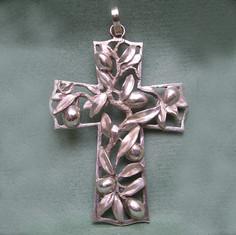 croix pectorale olivier.jpg
