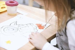 Tjejmålning i konstklass