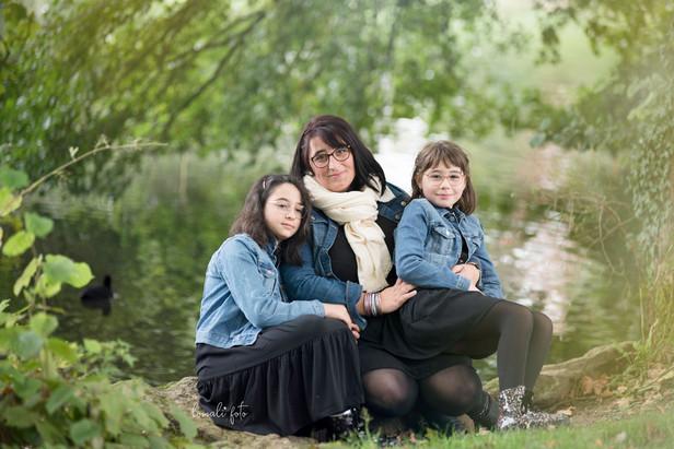 Portrait famille au bord de l'eau