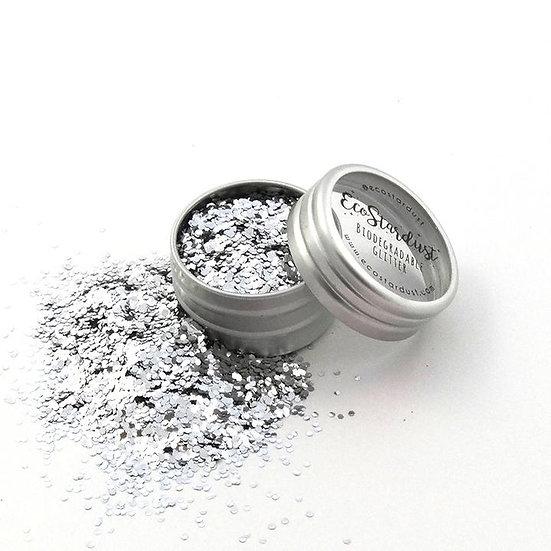 Glitter biodegradabili di Ecostardust color Argento a grana spessa sono perfetti da usare sui capelli