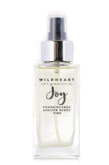 Room Spray di Wildheart Organics, blend sinergico di 12 oliessenziali è perfetto per migliorare l'umore