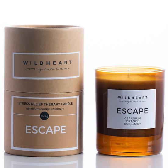 Candela di soiaEscape di Wildheart Organincs, ricca di oliessenziali puri di geranio, aranciae rosmarino