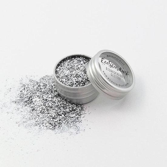Glitter biodegradabili di Ecostardust Argento a grana fine sono idealiper sottolineare lo sguardoo per uno strobing estremo