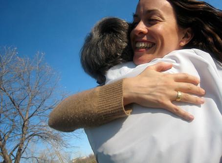 Alanis Morissette revela que sessões de terapia salvaram sua vida