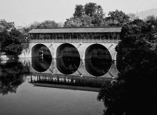 Pont-reflection-chine-B&W.jpg