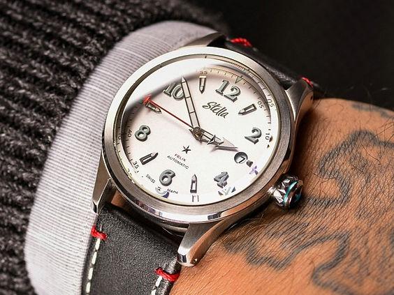 Stella Felix Grand Central Silver Swiss Automatic Watchgel%20wrist%20GCS%20Crop_edited.jpg
