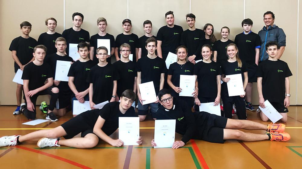 25 junge Vereins- und Rückschlagsportler mit ihrem 1418 Coach Diplom und Kursleiter Marcel Straub