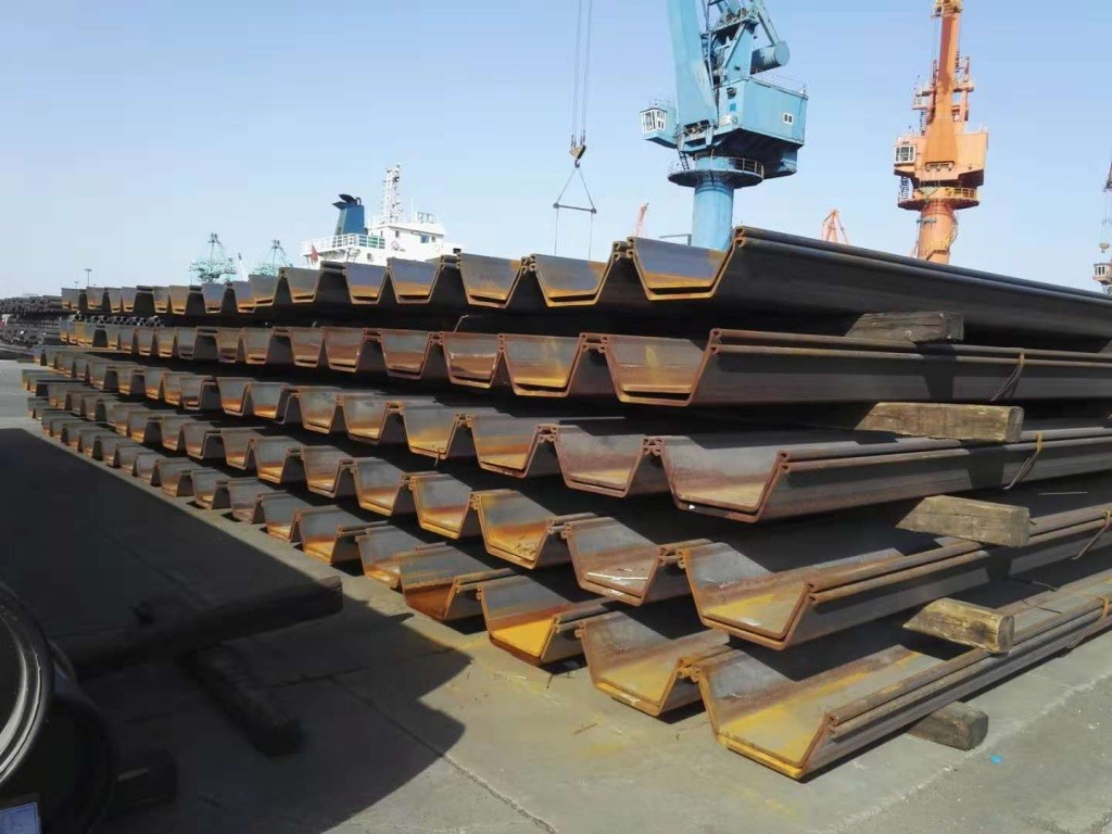 960 tons of Type IVw sheet piles in 18m