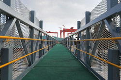 FRP Grating with anti-slip surface 1