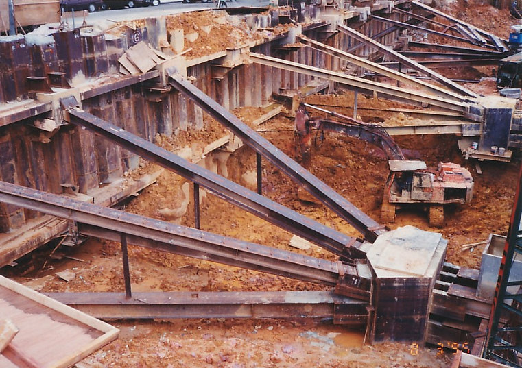 Steel stuting system in a construction project