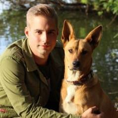 Kevin Straube  Tierpfleger seit 2010  Tätigkeitsschwerpunkt: Behandlung, Station  Seit 2021 in der Kleintierklinik Kotzian
