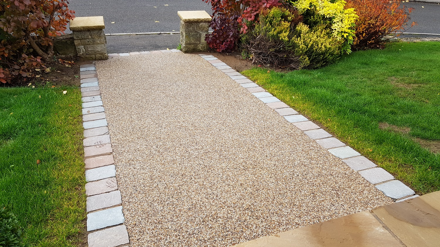 R4 - Milk Chocolate Mix Resin Bound Path Surfacing at Walton in Chesterfield