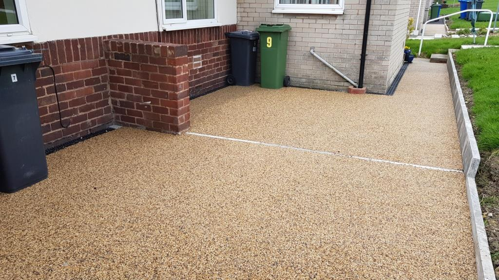 R20 - Milk Chocolate Mix Resin Bound Path Surfacing at Hasland in Chesterfield