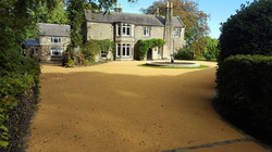 B13a - Resin Bonded Driveway Surfacing at Walton in Chesterfield with Stone Cobble Border