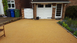 B8 - Resin Bonded Driveway Surfacing at Walton in Chesterfield with Stone Cobble Border