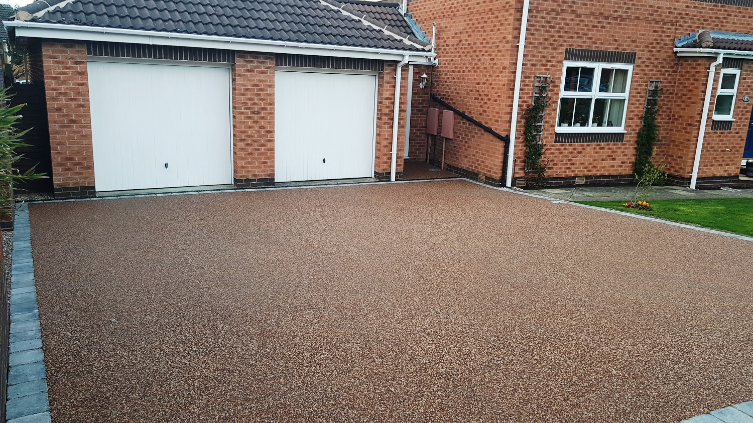 R6 - Chilli Chocolate Mix (1)  Resin Bound Driveway Surfacing at Walton in Chesterfield with Granite