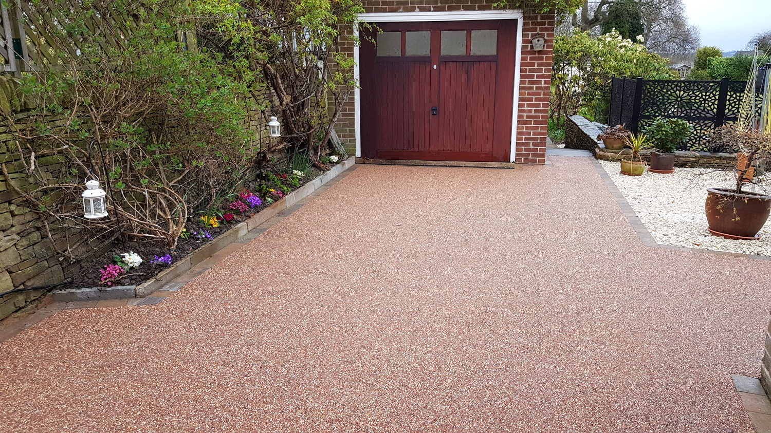 R14 - Chilli Chocolate Mix (2)  Resin Bound Driveway Surfacing at Brookside  in Chesterfield with Bl