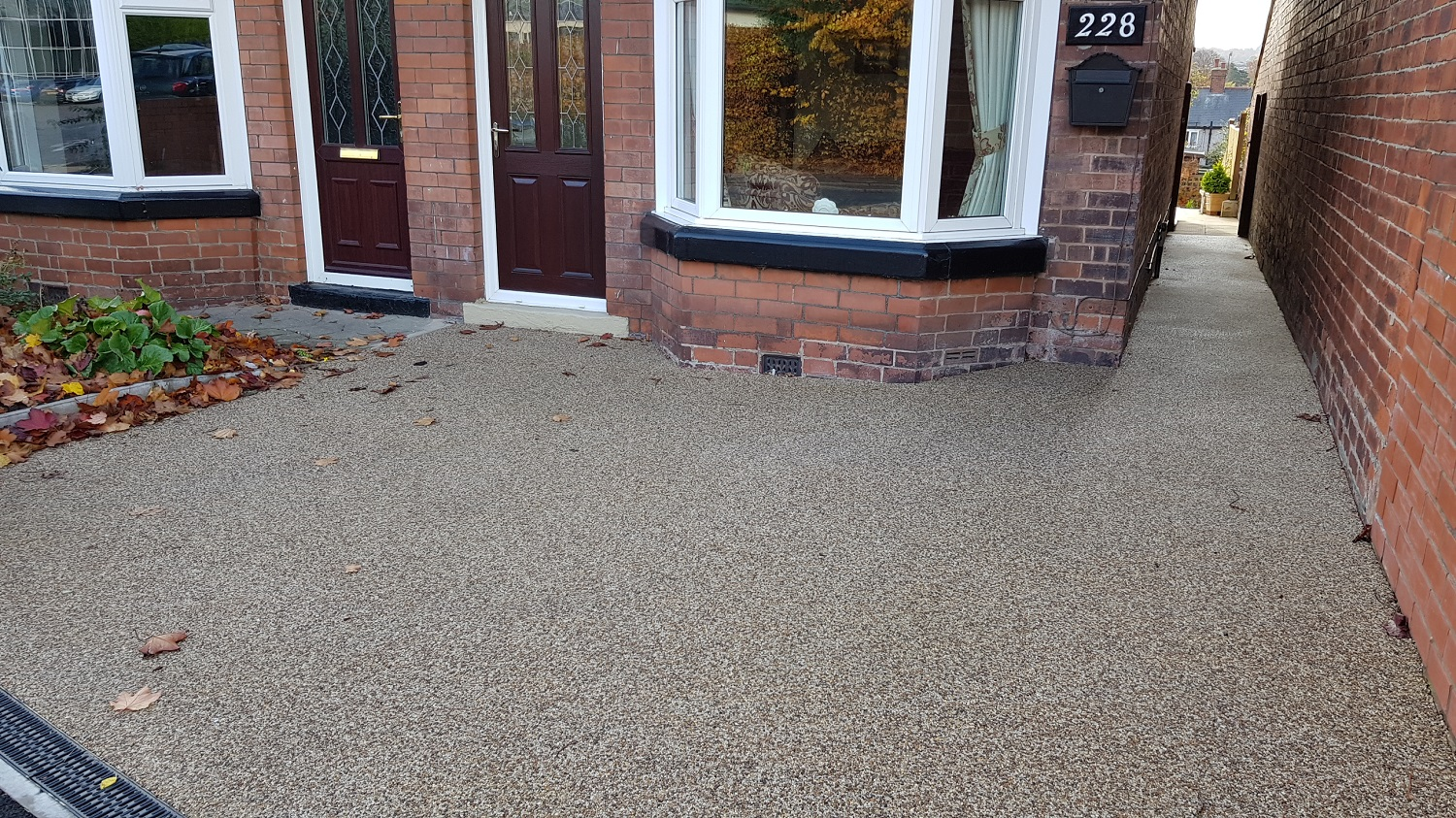 R3 - Milk Chocolate Mix Resin Bound Driveway Surfacing at Brampton in Chesterfield