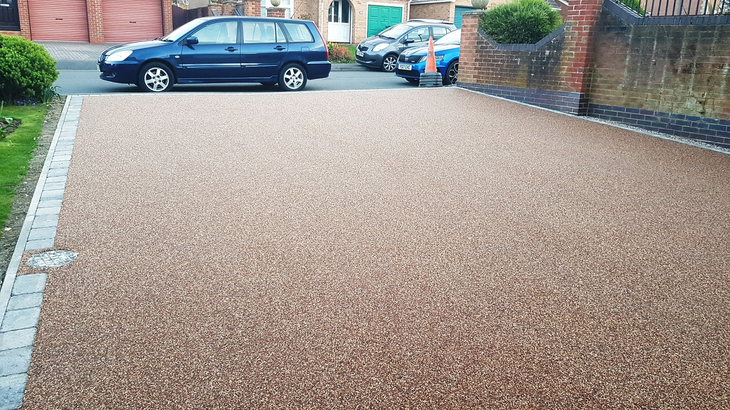 R7 - Chilli Chocolate Mix (1)  Resin Bound Driveway Surfacing at Walton in Chesterfield with Granite