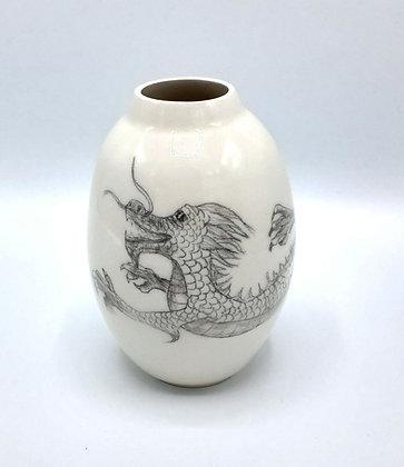 Vase dragon
