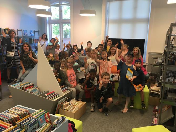 Die Drachenklasse besucht die Bibliothek