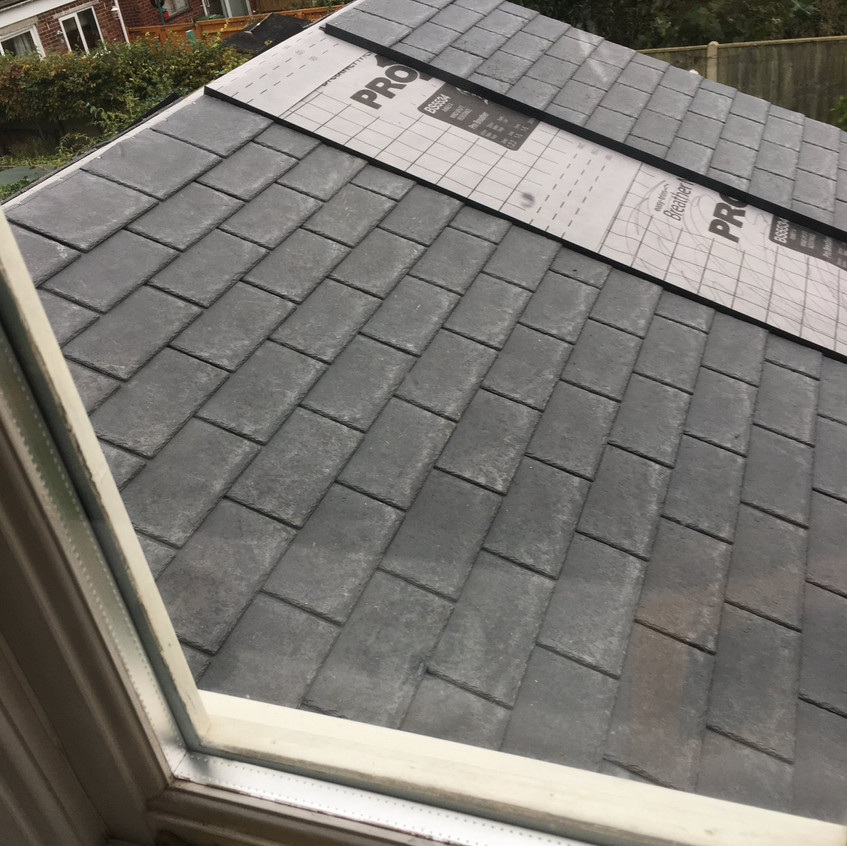 New roof during tiling