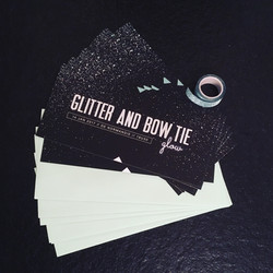Glitter and bow tie uitnodiging