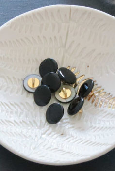 Bouton en nacre à queue noir 12mm  - Lise Taylor