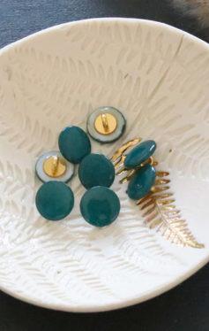 Bouton en nacre à queue vert sapin 12mm - Lise Taylor