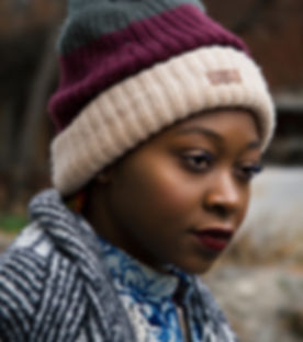 blurred-background-bonnet-casual-1734795