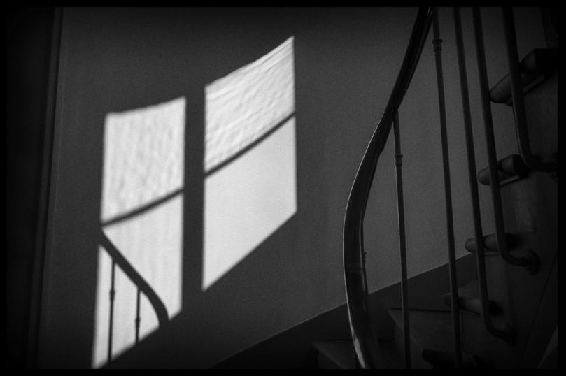 Laurent Delhourme - French street photographer - Paris - la cage d'escalier