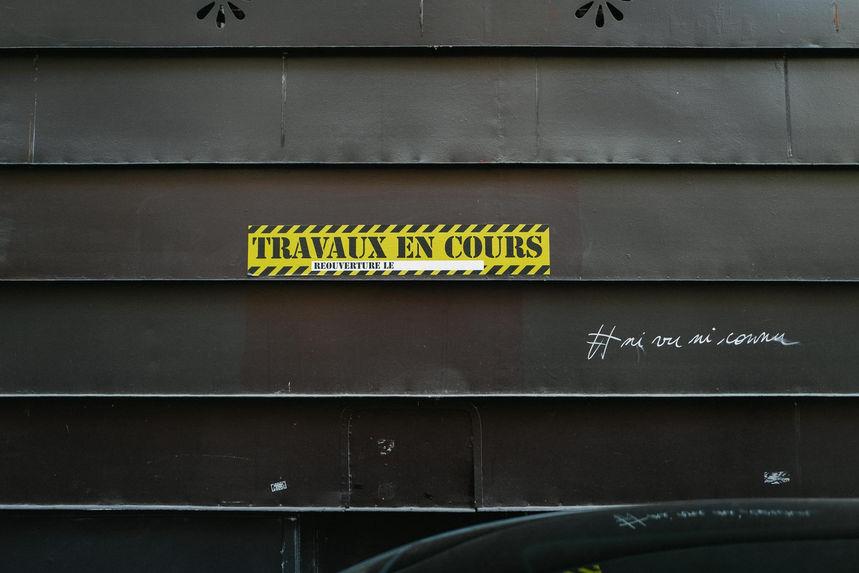 Laurent Delhourme - street paris - photo d'un rideau métallique noir