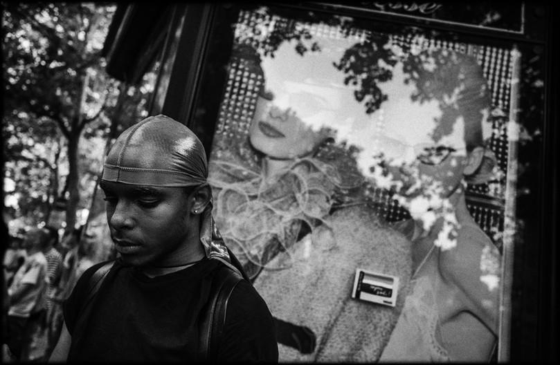 Laurent Delhourme - French street photographer - Paris - portrait d'un jeune dans la rue