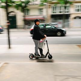 trottinette dans paris, éco locomotion