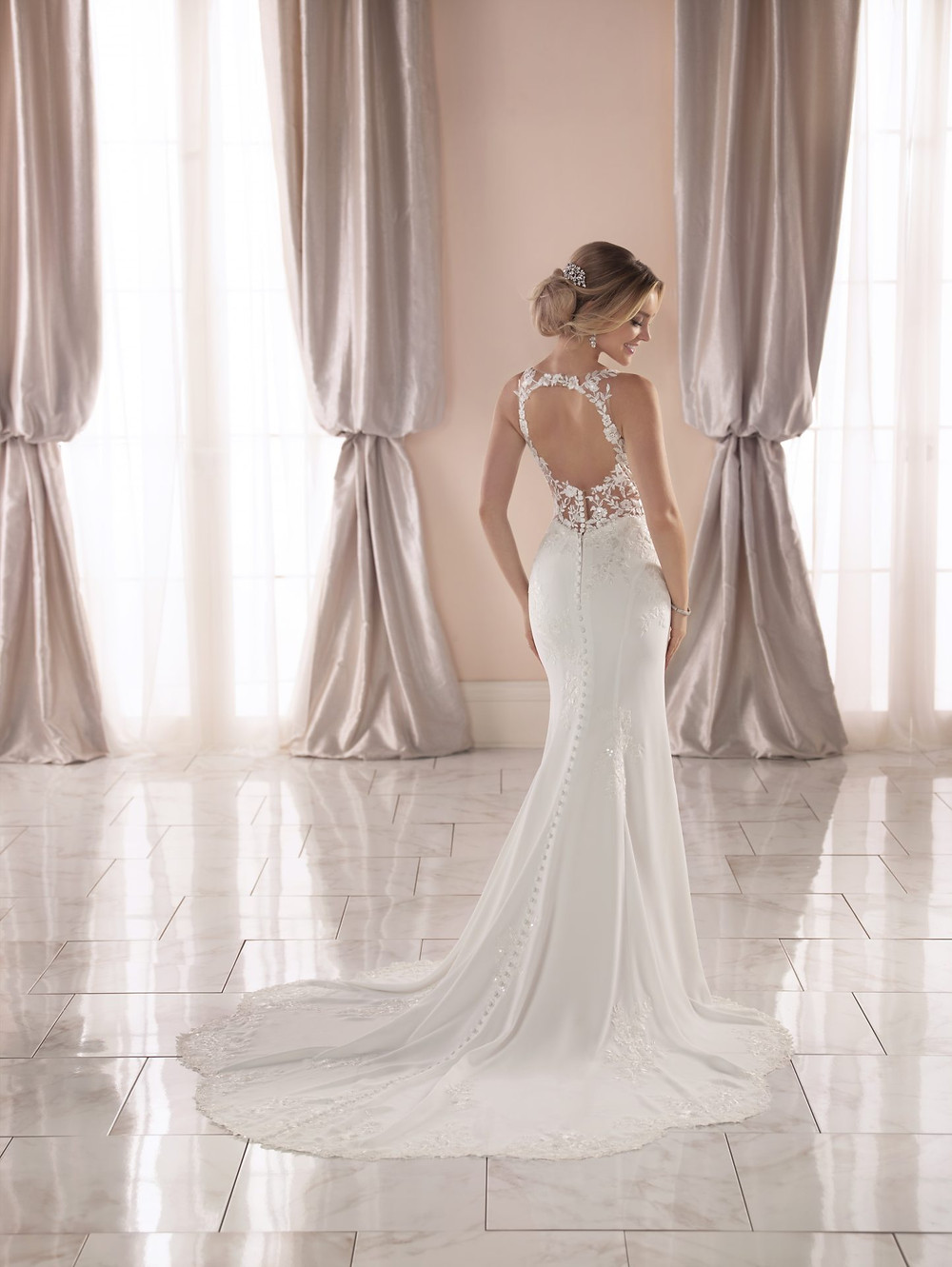 Style 6916 by Stella York. Wedding dress suggestion for athletic body type bride. Backless slim fit lace gown.