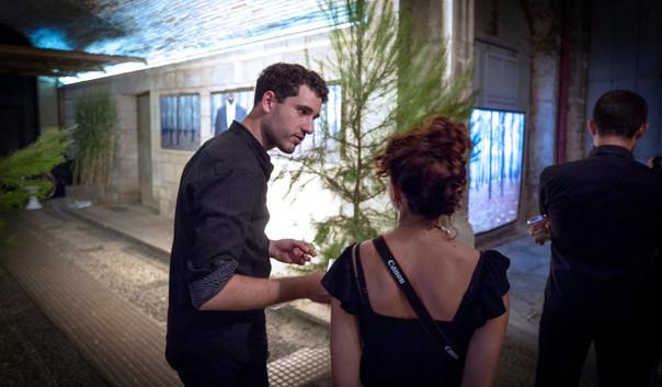 Mimétisme, installation en bambou, spectacle photo et vidéo par KATE KW. Performance avec Mirousha Thomann. Hôtel Baudon de Mauny, Montpellier, 2019