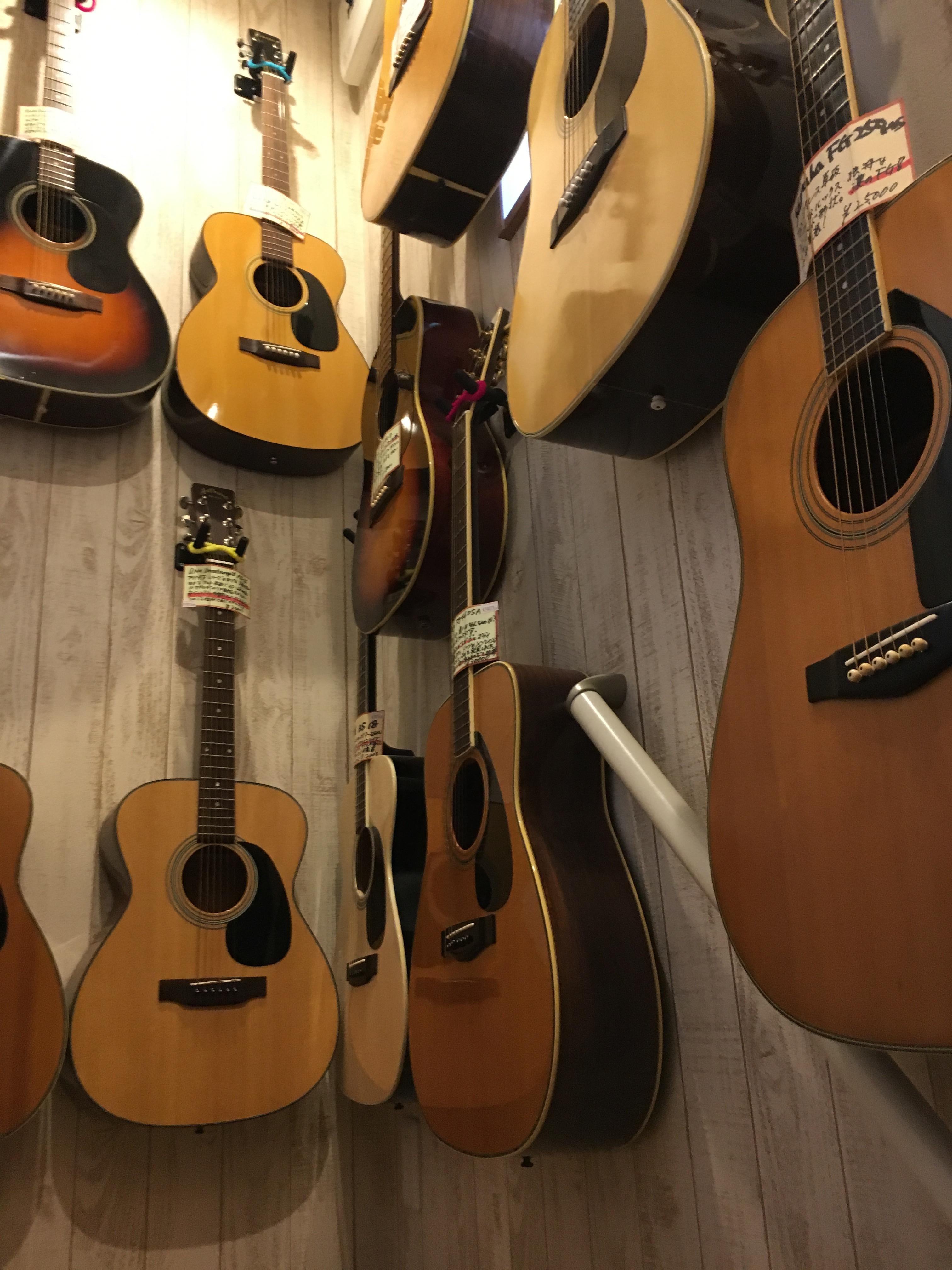 アコギ・エレキギターの買取り始めました。
