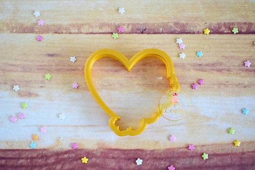 Κουπάτ καρδιά με λουλούδια.