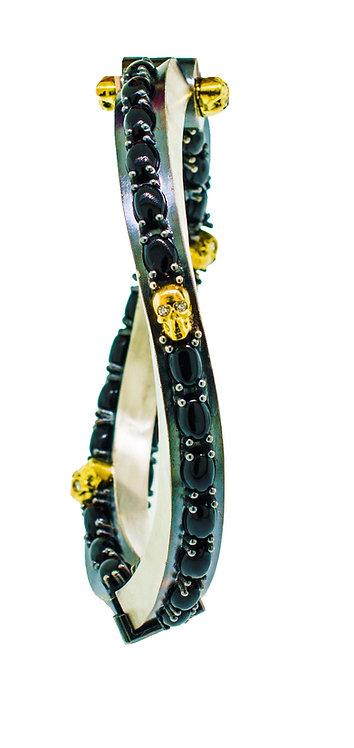 TheFORGE THICK BRACELET WITH GOLDEN SKULLS WITH DIAMOND EYES AND BLACK ONYX